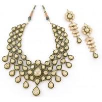 Malika - e - Gul Kundan Jewellery Set